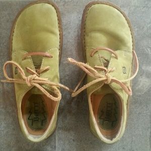 Born shoes sz 6. For the woman that loves green.